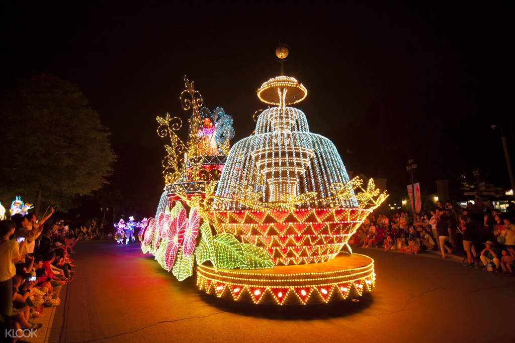 everland parade float at night